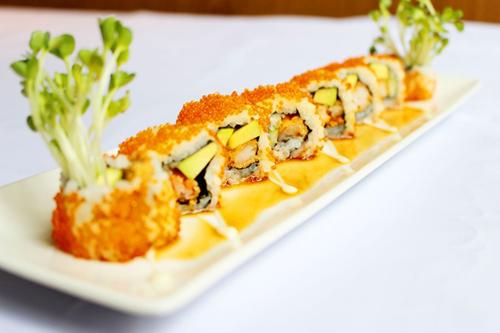 Sushi Tobi Ebi Avocado Roll