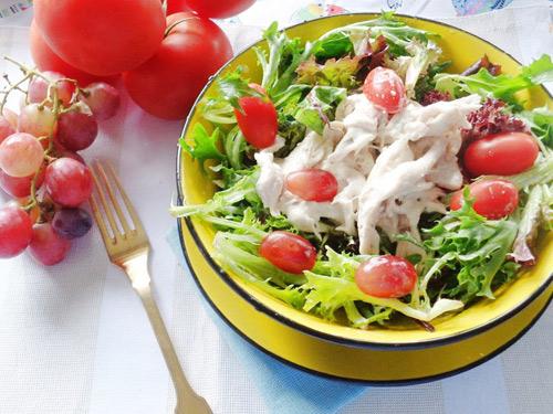 Salad ức gà sốt sữa chua