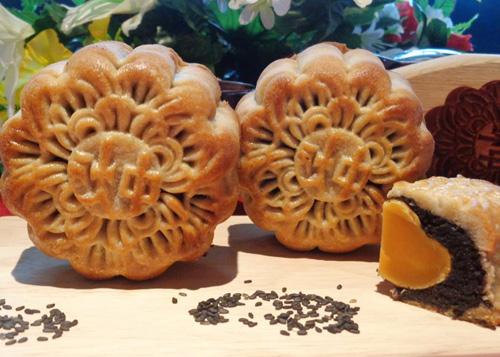 Bánh Trung Thu nhân mè đen