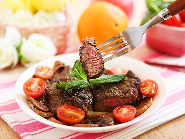 thịt bò áp chảo sốt nấm