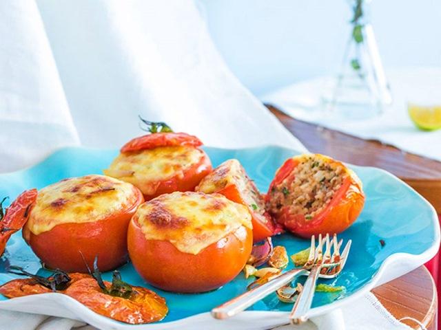 Cà chua nhồi cơm, thịt bò nướng phô mai