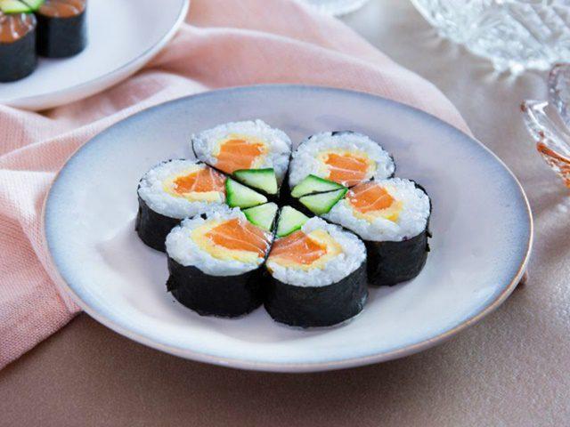 cách làm sushi cá hồi!