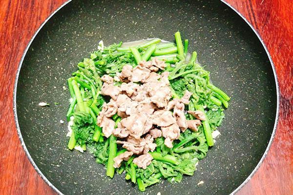rau bí xào thịt bò